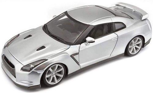 Bburago 1:18 Nissan GT-R R35 COUPE (2009) sportautó 18-12079